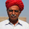 RAJASTHAN. PORTRAIT OF AN INDIAN MAN WITH A RED TURBAN.