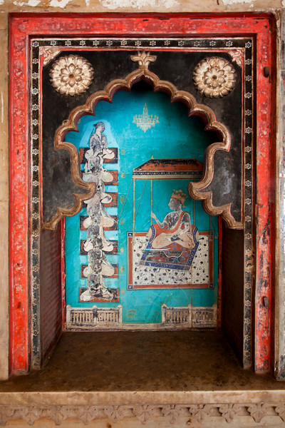 BUNDI. RAJASTHAN. PAINTINGS INSIDE THE ROYAL PALACE.