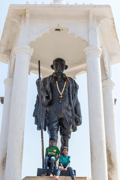 PONDICHERRY (PUDUCHERRY). TAMIL NADU. GANDHI STATUE.