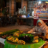 VARANASI. BENARES. FRUIT SELLER. OLD CENTER. UTTAR-PRADESH. INDIA.