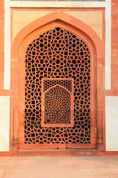 DELHI. HUMAYUN'S TOMB. CARVED DOOR | WINDOW.