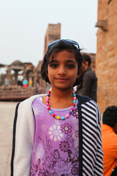 DELHI. QUTUB MINAR. INDIAN GIRL.