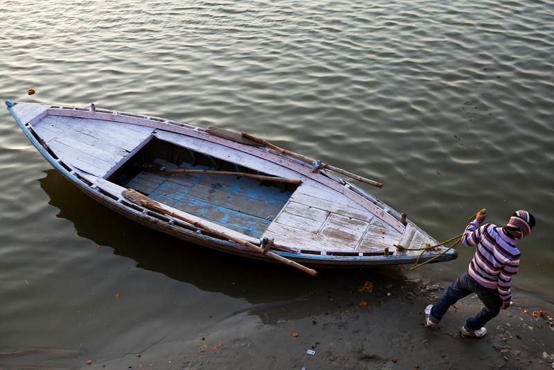 VARANASI. BENARES. UTTAR PRADESH. INDIA. MORNING AT THE GANGES RIVER.