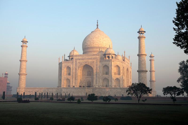 TAJ MAHAL. AGRA. UTTAR PRADESH. INDIA. [5]