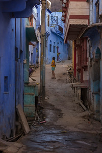 Young girl in the streets of Bundi