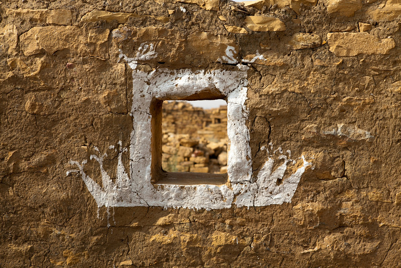 KULDHARA. THAR DESERT. RAJASTHAN. A WALL IN THE ABANDONED MIDDLE AGE VILLAGE