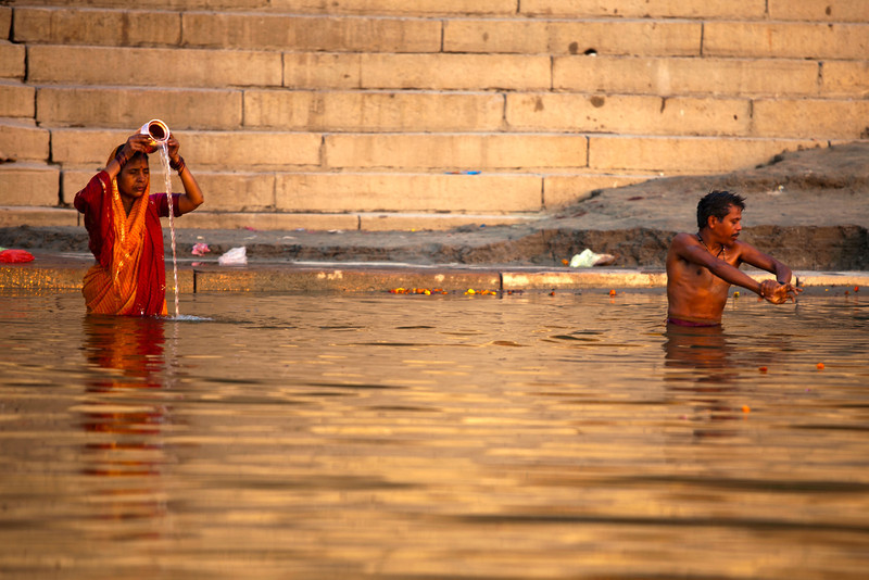 MORNING AT THE GANGES RIVER. VARANASI. BENARES. UTTAR PRADESH. INDIA.
