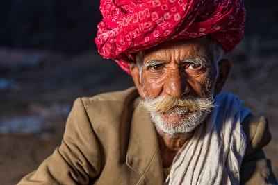 The old man sitting in field (Jodhpur, India)