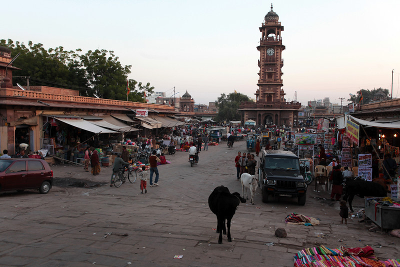CLOCK TOWER AND MARKET. CENTRE OF JODHPUR. RAJASTAN. INDIA.