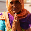 BIKANER. RAJASTHAN. INDIAN LADY SAYS 'NAMASTE'.