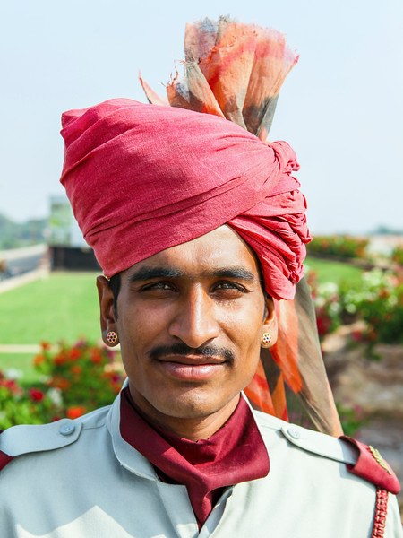 GUARD OF THE UMAID BHAVAN PALACE. JODHPUR. RAJASTAN.
