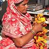 BIKANER. RAJASTHAN. MARKET. INDIAN WOMAN SELLING FLOWERS.