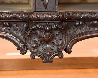 Commode table / detail