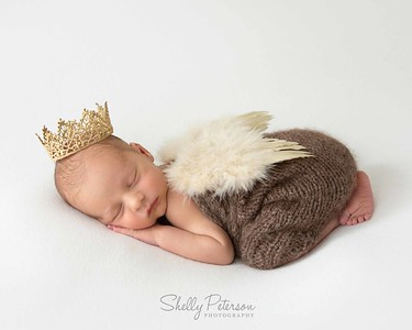 18_MesserRoyalty_Newborn-LR-125