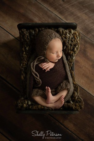 18_MesserRoyalty_Newborn-LR-127