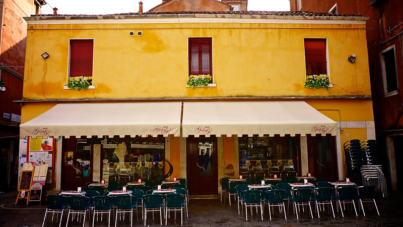 Venetian Bar