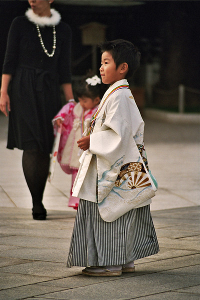 JAPANESE BOY. TEMPLE. TOKYO [2].