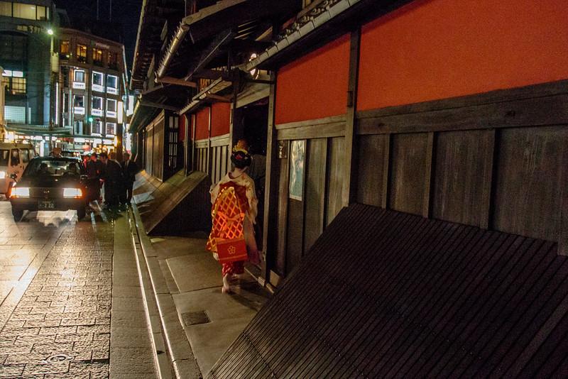 KYOTO. GION. EVENING. GEISHA. [2]