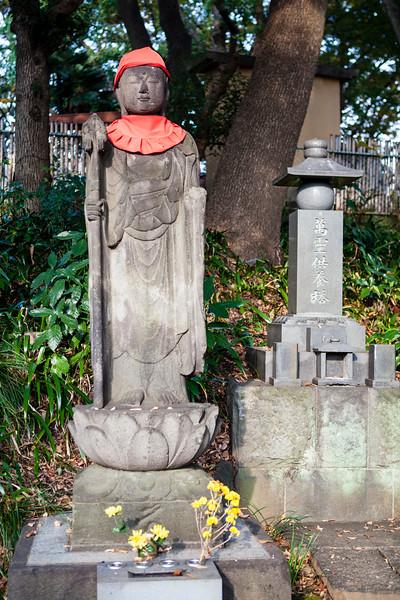 TOKYO. UENO PARK (UENOKOEN). GREAT BUDDHA PAGODA.