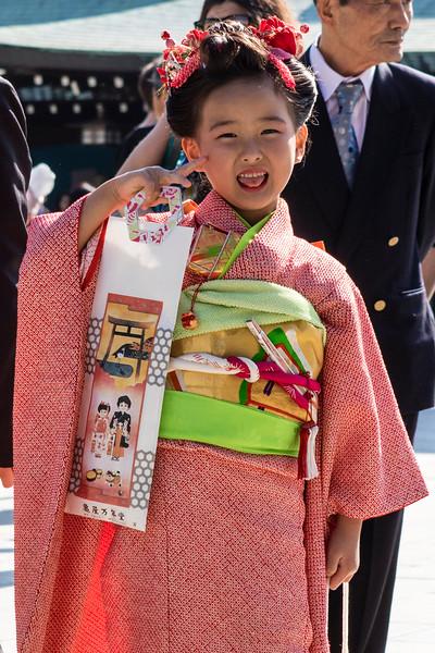 TOKYO. MEIJI SHRINE. JAPANESE GIRL IN KIMONO POSING.