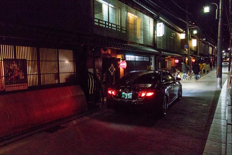 KYOTO. GION. EVENING.