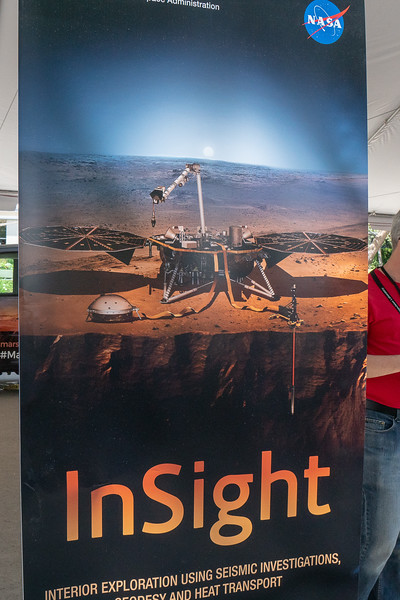 Banner depicting Mars Rover Insight on the surface of Mars