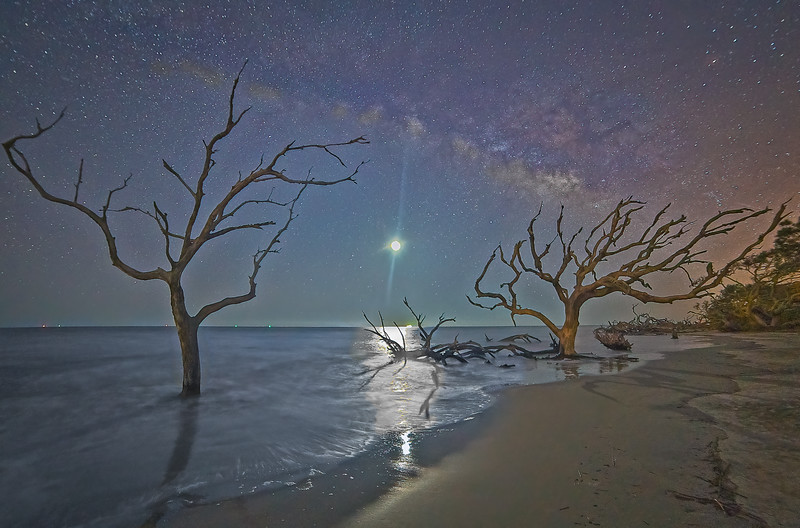 Moonrise under Galactic Center as Tide Recedes