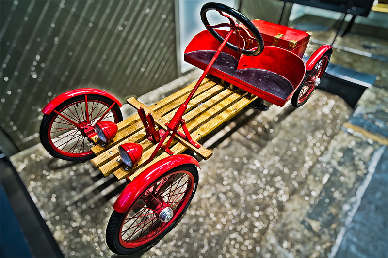 The Little Buckboard Woodie Electric Car 1914