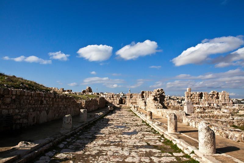 AMMAN. THE CITADEL [JEBEL AL-QALA'A]. RUINS OF THE UMAYYAD PALACE.