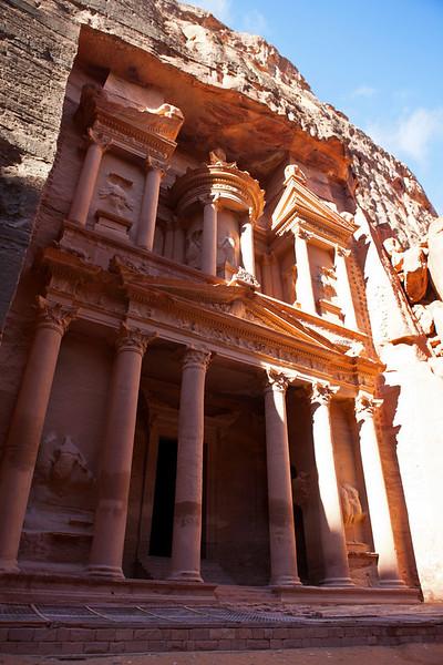 PETRA. UNESCO WORLD HERITAGE SITE. THE TREASURY. JORDAN.