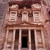PETRA. THE TREASURY. UNESCO WORLD HERITAGE SITE. JORDAN.