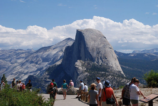 Crowds at Glacier Point. Yosemite National Park - Half Dome