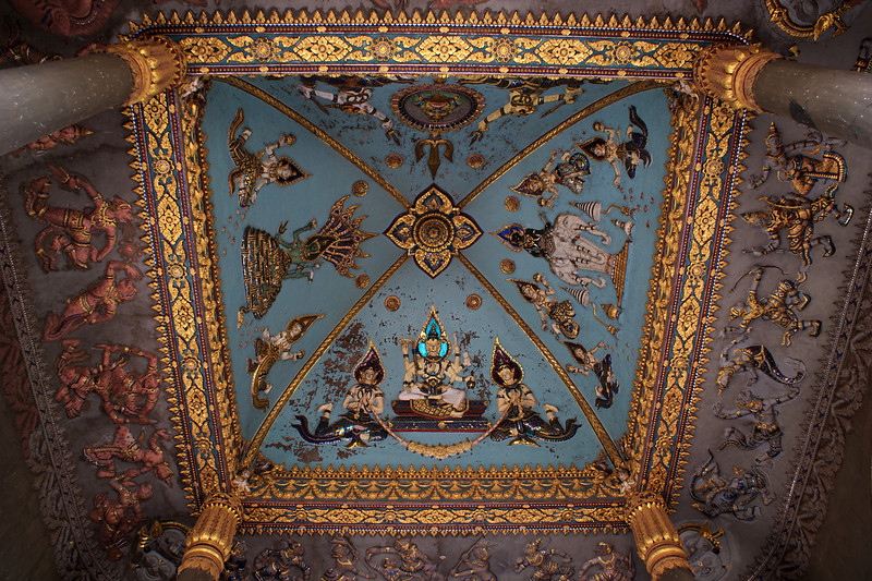 VIENTIANE. DETAIL OF THE CEILING. PATUXAI. GRAND ARCH.