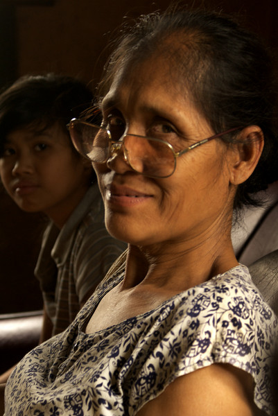 LUANG PRABANG. PORTRAIT OF AN OLD LAO LADY WITH GLASSES.