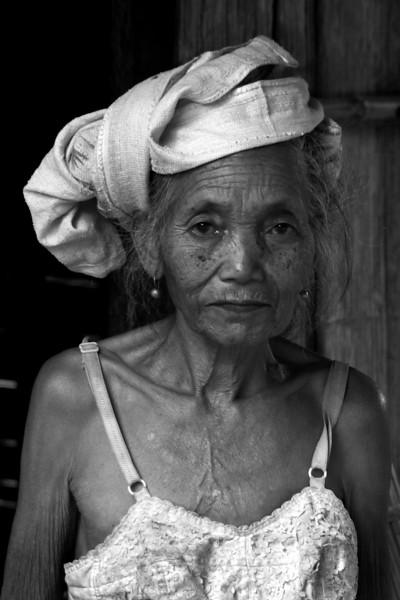 KHAMU VILLAGE. PORTRAIT OF AN OLD LADY. LUANG PRABANG PROVINCE.