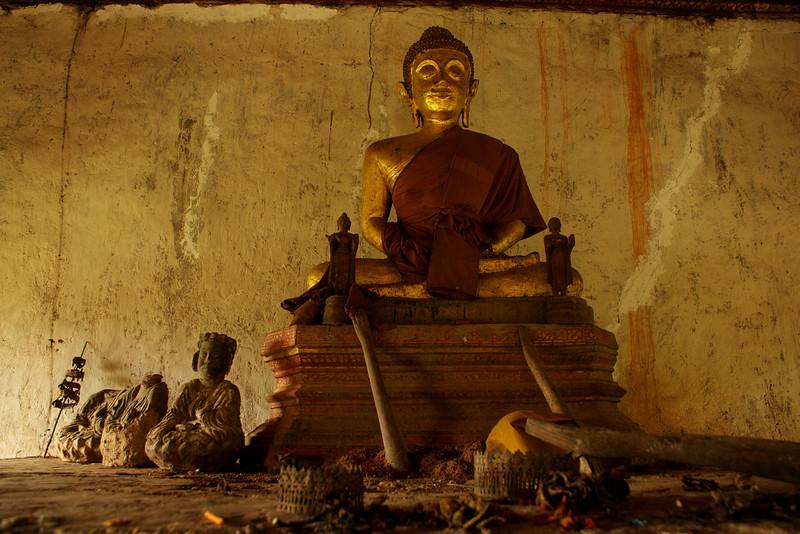 LUANG PRABANG. WAT CHOM PHET TEMPLE. ACROSS THE MEKONG RIVER. BUDDHAS.