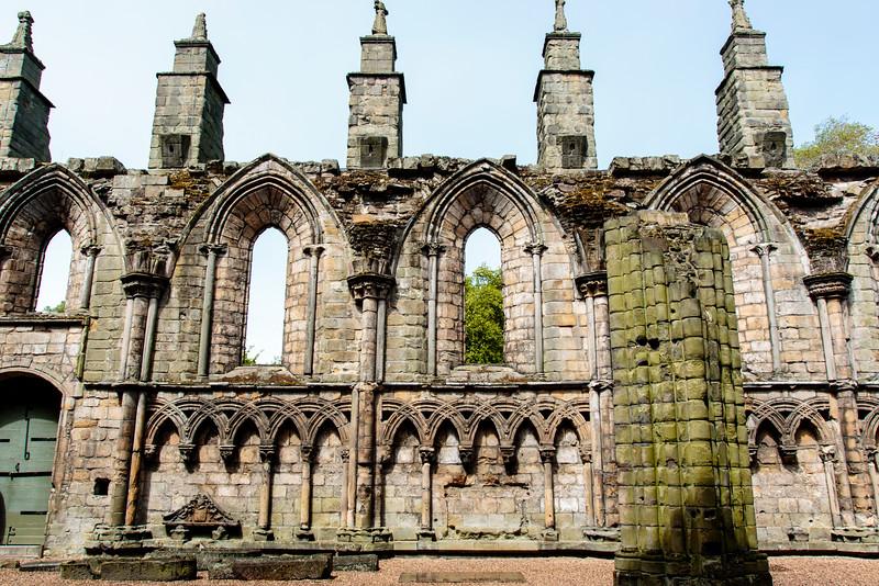 SCOTLAND. EDINBURGH. RUINS OF HOLYROOD ABBEY.