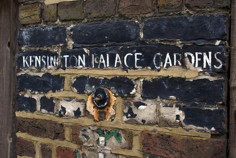 LONDON. KENSINGTON PALACE GARDENS SIGN. GREAT BRITAIN.