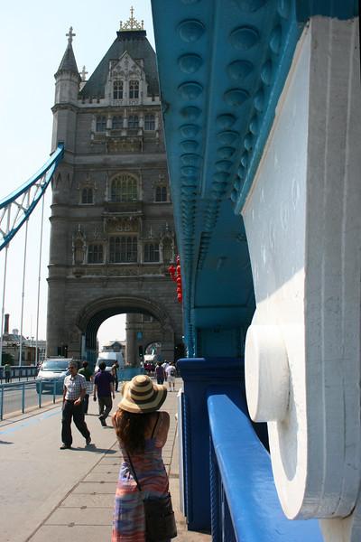 LONDON. TOWER BRIDGE. ENGLAND. GREAT BRITAIN. [3]