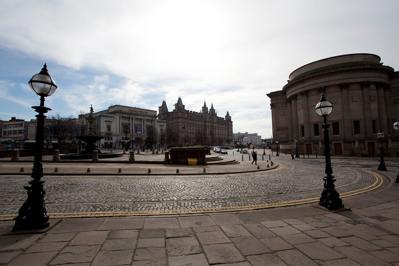 LIVERPOOL. WILLIAM BROWN STREET VIEW AT ST GEORGE'S HALL. THE UNITED KINGDOM OF GREAT BRITAIN AND NORTHERN IRELAND.