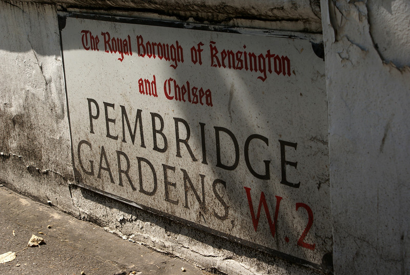 LONDON. STREET SIGN OF PEMBRIDGE GARDENS. GREAT BRITAIN.