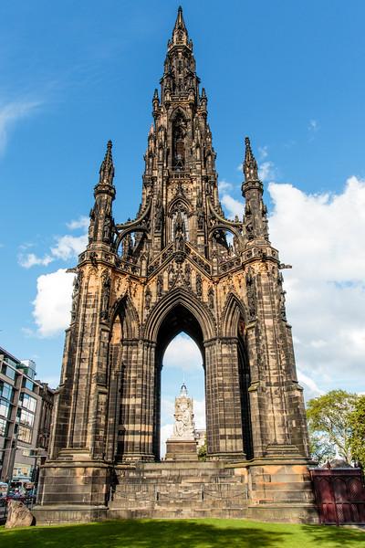 SCOTLAND. EDINBURGH. SIR WALTER SCOTT MONUMENT.