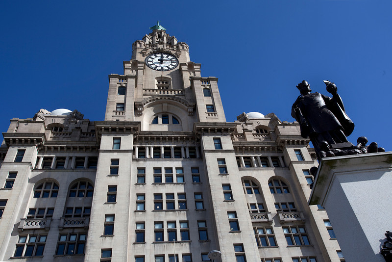 LIVERPOOL. ROYAL LIVER BUILDING. FACADE AND STATUE. GREAT BRITAIN.
