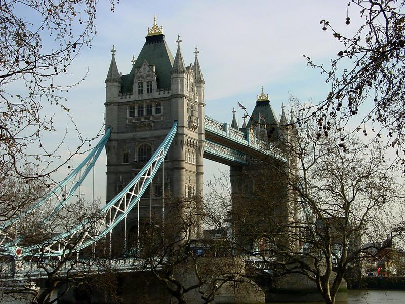 LONDON. TOWER BRIDGE IN SPRING. GREAT BRITAIN.