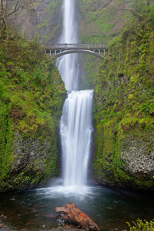 Multnomah Falls is a spectacular waterfall in the Columbia River Gorge and is the tallest in all of Oregon.