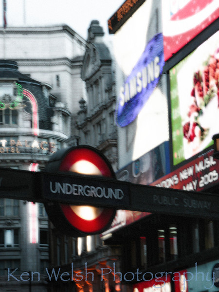 Piccadilly Circus  © Copyright  Ken Welsh