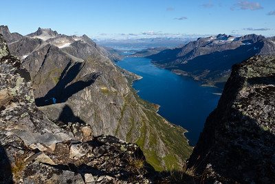 Ersfjorden and Ersfjordsbotn, seen from a ridge just below Skamtinden. In the far background, one can see the city of Tromsø.