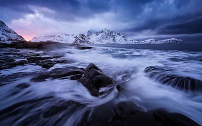 The roaring sea