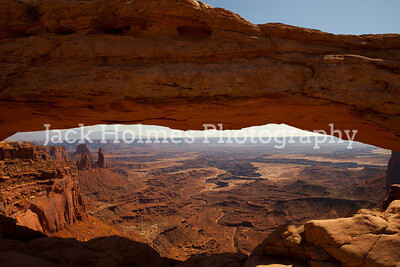 Mesa Arch grand view.