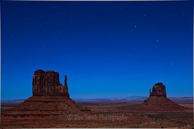 Moonlit Mittens Under Stars